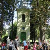 A kápolna körül Révfaluban